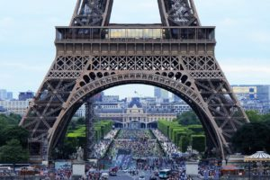 Eiffel Tower Arch Tourism Crowd  - philriley427 / Pixabay